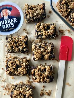 Baked goods are delish! The bummer is that most baked goods are made with white flour, white sugar, and have very little to no fiber. I wanted to c Quaker Oats Recipes, Oatmeal Recipes, Oatmeal Breakfast Bars, Oatmeal Bars, Fiber Bars Recipe, Sugar Free Breakfast, Oat Bars, Healthy Baking, Baking Recipes