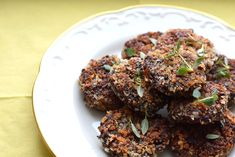 walnut and mushrooms fritters, flavoured with liquid smoke, sundried tomatoes and thyme Liquid Smoke, Fritters, Food Inspiration, Vodka, Nom Nom, Steak, Stuffed Mushrooms, Vegetarian, Ethnic Recipes