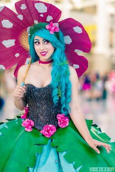 Cosplay Pokemon In Style With This Venesaur Ball Gown Funny Cosplay, Cute Cosplay, Amazing Cosplay, Best Cosplay, Cosplay Ideas, Pokemon Cosplay, Pokemon Costumes, Cool Costumes, Costumes For Women