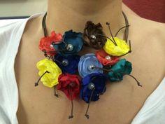 the flou Art: Κολιέ με χειροποίητα λουλούδια
