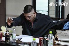 """[Photos] """"Chicago Typewriter"""" Yoo Ah-in and Ko Kyeong-pyo at script reading"""