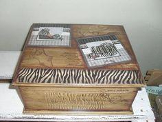 Caixa organizadora para suas bijouterias, com 6 divisórias internas. Detalhes na parte da frente, laterais e tampa da caixa em relevo. Organiza e decora o ambiente. R$ 45,00
