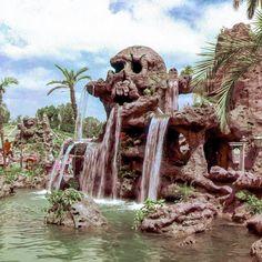 Daily Vintage Disneyland: Skull Rock at Disneyland's Fantasyland - Another bit of Disneyland magic and history that never should have been removed. Disneyland Vintage, Disneyland Photos, Disney Princess Facts, Disney Fun Facts, Disneyland California Adventure, Disneyland Resort, Disneyland Rides, Disney Dream, Disney Magic