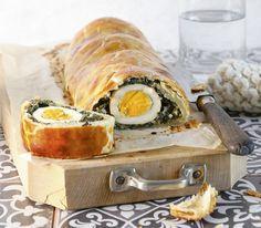 Die ganzen Eier im Innern der Pastete sind ein besonderer Hingucker. Man darf sie nur nicht zu lange vorkochen, sonst bekommen sie einen grünen Rand.
