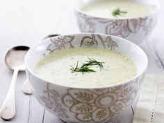 Dill-Zucchini-Kaltschale ist ein Rezept mit frischen Zutaten aus der Kategorie Suppen. Probieren Sie dieses und weitere Rezepte von EAT SMARTER!