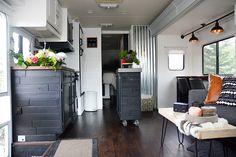 Stunning Renovations Ideas For RV Happy Camper 34 Rv Living, Tiny Living, Industrial Chic, Travel Trailer Remodel, Rv Interior, Motorhome Interior, Camper Renovation, Camper Makeover, Rv Camping