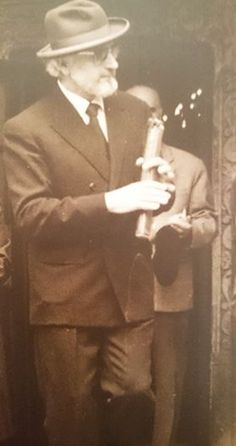 Fotografii rare cu Părintele Arsenie Boca - chipul îngeresc sub înfățișare de om | LaTAIFAS Priest, Romania, Spirituality, Fictional Characters, Farm Gate, Spiritual, Fantasy Characters