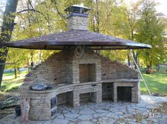 Cool for a by the lake kitchen Outdoor Oven, Outdoor Fire, Outdoor Cooking, Outdoor Living, Outdoor Decor, Backyard Projects, Outdoor Projects, Cuisinières Vintage, Pizza Oven Fireplace