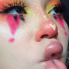 Personal Research for Beauty Cute Clown Makeup, Cute Makeup Looks, Creative Makeup Looks, Pretty Makeup, Halloween Makeup, Halloween Photos, Vintage Halloween, Halloween Costumes, Makeup Goals