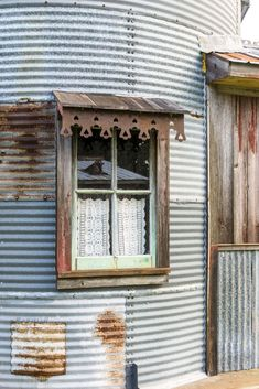 This Grain Silo Guesthouse Is Every Country Girls Dream - This Grain Silo Guesthouse Is Every Country Girls Dream Talk About Creative Reuse A Resourceful Texas Picker Creates A One Of A Kind Refuge And Becomes A Makeshift Tinkeeper Door Header, Silo House, Farm House, Metal Awning, Grain Silo, How To Dress A Bed, Old Windows, House Windows, Garden Architecture