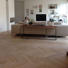 Frans Eiken verouderde visgraat 9x54cm (op vloerverwarming). Kom voor meer informatie naar onze winkel in Tilburg of bel 013-5362828. #vloerverwarming #eiken #verouderd #visgraat #tida #tidaparket #parketvloer #parket #vloerverwarming #Houten vloer #plinten #inspiratie My Living Room, Home And Living, Living Spaces, Living Room Inspiration, Interior Inspiration, Wood Floor Design, Interior Architecture, Interior Design, Home Garden Design