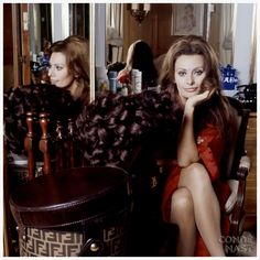 Photo Henry Clarke 1972 – Vogue – Sophia Loren With Her Wigs – Original caption – Sophia Loren sitting down taking care of her wigs as she packs them Condé Nast Archive/Corbis