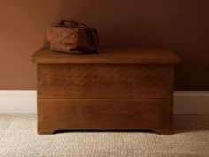 The Plank Blanket Box is made from solid Quebec Pine and finished with natural beeswax. A storage piece ideal for storing away bedlinen and winter woollens. Indigo Furniture, Cool Furniture, Bedroom Furniture, Blanket Box, Box Bed, Ranch Style, Handmade Furniture, Bedroom Storage, Plank