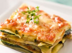 Lasanha vegetariana com tomate, abobrinha e berinjela Veggie Recipes, Paleo Recipes, Cooking Recipes, Fish Recipes, Vegetarian Lasagna Recipe, Lasagna Recipes, Organic Recipes, Food Inspiration, Food And Drink