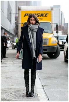 Winter fashion street style, new york fashion week street style, japan wint Winter Mode Outfits, Winter Fashion Outfits, Grey Fashion, Fashion Week, New York Fashion, Stylish Outfits, Autumn Fashion, Fall Outfits, Work Outfits