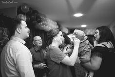Eba!!! Comemorar o aniversário em dose dupla é bom demais! João Vitor completou 1 aninho e a Maria Fernanda 3. :) O tema escolhido para o aniversário foi Safari. E que decoração linda, viu? Os papais arrasaram demais!   Lista de fornecedores:  Cerimonial: Casa de Festa Zueira  Decoração: Luciana da Casa de Festa Zueira Bolo: Maquete Nilza Malheiros Doces: Caroline Campos