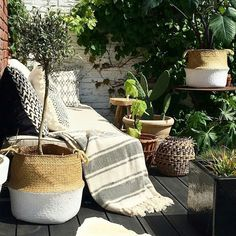 """Color:Pink,Blue,Black,White Material:Grass Diameter: 10 """" Height: 9"""" Package include: 1 x foldable plant basket Features: It can be a storage basket, also can be as plant pot. Foldable, save space. With handle, more convenient to move. Perfect for every corner of the house, corridor, living room, children's room, bathroom, balcony space."""