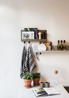 Muuto FOLDED shelves by Johan van Hengel at Mobilia Interior in Amsterdam.