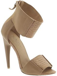 If I could wear a shoe like this without them hurting my toes, I so would. *pout*