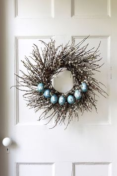 36 Gorgeous Easter Wreaths - Ideas for Easter Door Decorations to Make Ostern Party, Diy Ostern, Oster Dekor, Easter Crafts For Adults, Adult Crafts, Easter Ideas, Twig Wreath, Door Wreaths, Rustic Wreaths