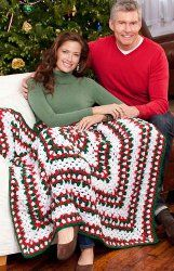 Holiday Throw Blanket - This is an easy #crochet blanket #pattern that works up like a dream. Make one for your family to share during the long winter.