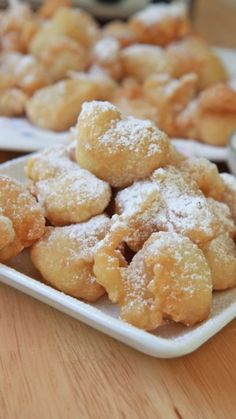 Homemade Funnel Cake Bites Recipe Learn how to make easy homemade funnel cake bites from scratch! Funnel cakes bite at how like the carnivals and fair. Sweet Recipes, Cake Recipes, Dessert Recipes, Breakfast Recipes, Wonton Recipes, Fun Recipes, Snacks Recipes, Frosting Recipes, Recipes Dinner