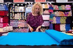 Saber cómo medir las cortinas es fundamental a la hora de ir a la tienda a comprar la tela Picnic Blanket, Outdoor Blanket, Sewing Projects, Projects To Try, Ideas Para, Couture, Crochet, Tips, Womens Fashion