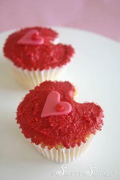 Heart-shaped Valentines Cupcakes #valentine