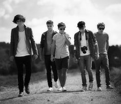 1D live while we're young, #black and white, #one direction - zayn malik - decontracted - harry styles clip