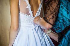 suknia-slubna-z-koronkowym-gorsetem-i-golymi-plecami-02.jpg (1000×665)