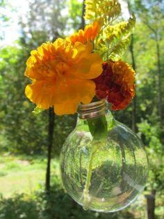 how to make an upcycled light bulb vase