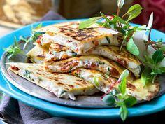 Quesadillas med fetaost och mandelspån | Recept från Köket.se