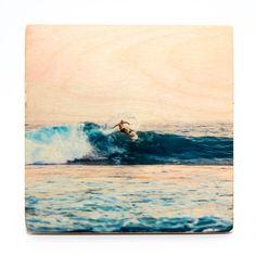 Ich kann Euch gar nicht sagen was ich am meisten an diesem Bild liebe. Die Farben, die Holzmaserung, die so perfekt raus kommt oder das Bild an sich. Die Kombination aus allem macht es einfach zu einem gelungenen Holzdruck.   Der Druck ist einzigartig, da er von Hand gefertigt wird. Dadurch erhalten die Fotos einen ganz individuellen Look. Die natürliche Holzmaserung wird im Bild sichtbar und so zu einem kreativen Bestandteil des gesamten Holz-Drucks.  Maße 12×12⠀  Für einen… Surfing, Abstract, Artwork, Painting, Instagram, Pictures, Wood Print, I Love You Pictures, Wood Grain
