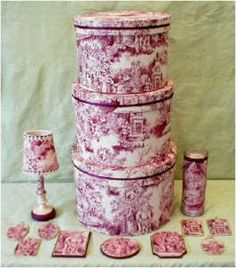 set of toile home accessories