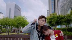 "Ko Dong-man (Park Seo-joon)and Choi ae-ra (Kim Ji-won) in ""Fight My One of my fave scenes when Dong-man covers Ae-ra while she was crying Fight My Way Kdrama, Lee Je Hoon, Park Seo Joon, Hit Home, Kim Ji Won, Korean Couple, Ordinary Lives, Drama Korea, Episode 3"