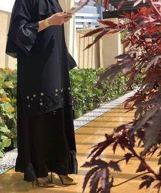 #Repost @a.alj._ . شدني شوق الضمايا للغدير لي يرابن في هجير الصيف لآل ... #abayas #l4l #intm and Abaya Pattern, Modern Abaya, Black Abaya, Abaya Dubai, Artsy Photos, Abaya Designs, Abaya Fashion, Women's Fashion, Modest Wear