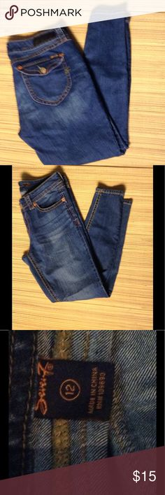 SEVEN7 denim skinny jeans So cute ! Dark wash jeans with heavy gold stitching and buttons. Like new condition. Seven7 Jeans Skinny