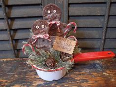 """CHRISTMAS IN JULY"" - Primitive Gingerbread Men in Vintage Enamelware Pan"