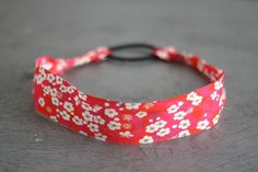 The best DIY projects & DIY ideas and tutorials: sewing, paper craft, DIY. DIY Gifts Ideas 2017 / 2018 Un headband en 5 minutes: Simplette -Read Diy Couture, Couture Sewing, Sewing Accessories, Hair Accessories, Creation Couture, Diy Headband, Jewelry Making Tutorials, Baby Kind, Bandanas