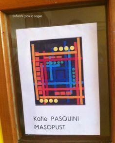 Observation du travail de Katie Pasquini Masopust Les élèves ont vu un fond noir et plein de couleurs (jaune, rouge, bleu, violet,...
