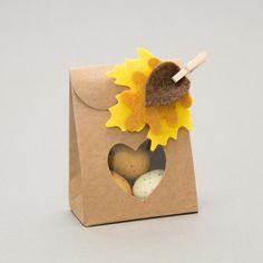 Herbstliche Geschenkschachtel mit Filzblättern zu gewinnen: www.der-schachtel-shop.de/blog