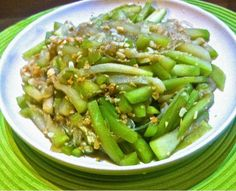 This is one of the most classic Chinese home cooking dishes. It is a very simple dish witha soft texture and subtle flavours. Can be served with rice or porridge during lunch or dinner.  [recipe] Hairy gourd is called jit-gwa in Cantonese. It's flesh tastes very much like zucchini but firmertexture. It has a …