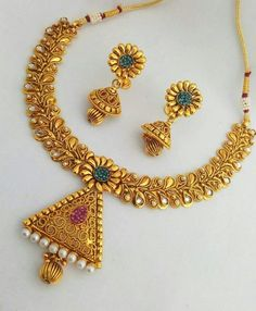 Jewelry Model, I Love Jewelry, Gold Jewelry, Beaded Jewelry, Indian Jewellery Design, Jewelry Design, Antique Necklace, India Jewelry, Gold Pattern