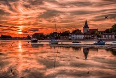 https://flic.kr/p/Vh3vpZ | Bosham Delight | this shot was taken in one of my favourite spots in West Sussex, Bosham Harbour. when the tide is right and the tide is in, there are few better spots on the south coast of England. The shot was blended in lightroom with the original and an HDR edit