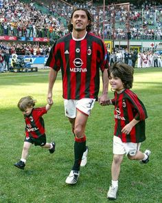 Football Pitch, Football Players, Paolo Maldini, Bae, Ac Milan, Running, Sports, Camera Roll, Tops