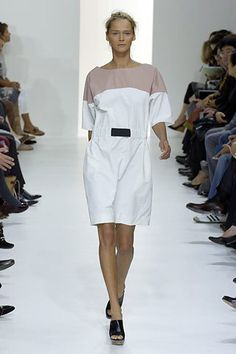 See the complete Marni Spring 2007 Ready-to-Wear collection.