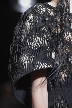 Iris Van Herpen Fall 2017 Couture Fashion Show Details - The Impression New Fashion Clothes, 3d Fashion, Fashion Details, Couture Fashion, Fashion Beauty, Fashion Show, Fashion Design, Iris Van Herpen, Textiles