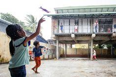 """Galeria de Arquitetos e mulheres """"Khmer"""" constroem um centro comunitário utilizando tecido e concreto - 15"""