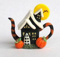 OOAK Miniature HALLOWEEN HOUSE TEAPOT by C. by ArtisticSpirit