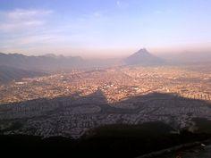 sombra del cerro sobre la ciudad